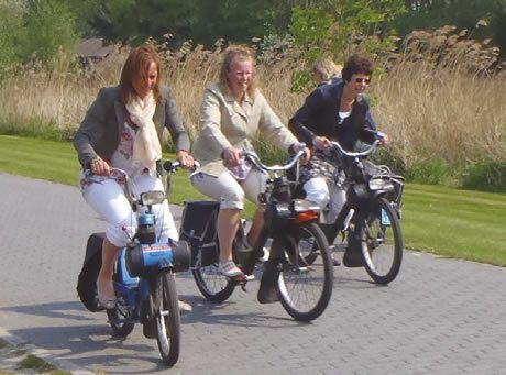 solex riding in Giethoorn