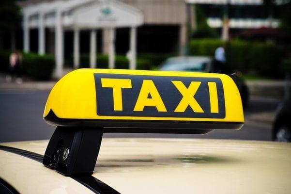 en taxi pour lancer le klaxon
