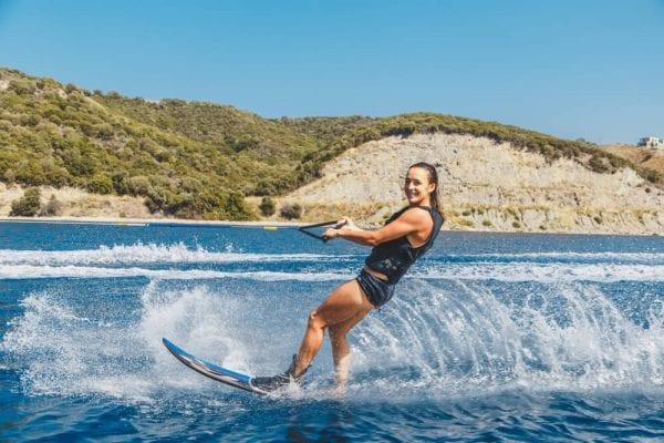 water skiing in giethoorn