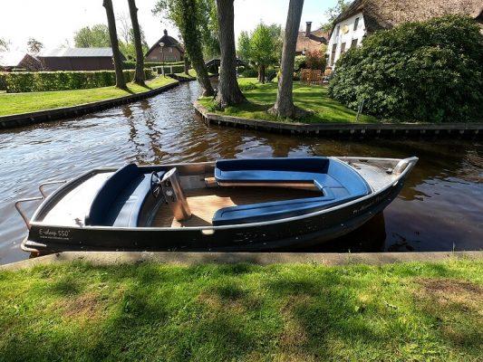 whisper boat hire in Giethoorn