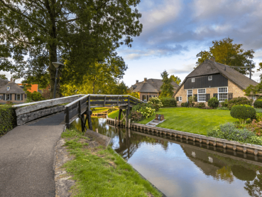 driving from germany to giethoorn and explore the beautifull surrounding