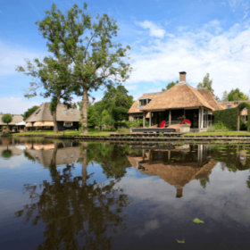 eating at one of the restaurants in giethoorn